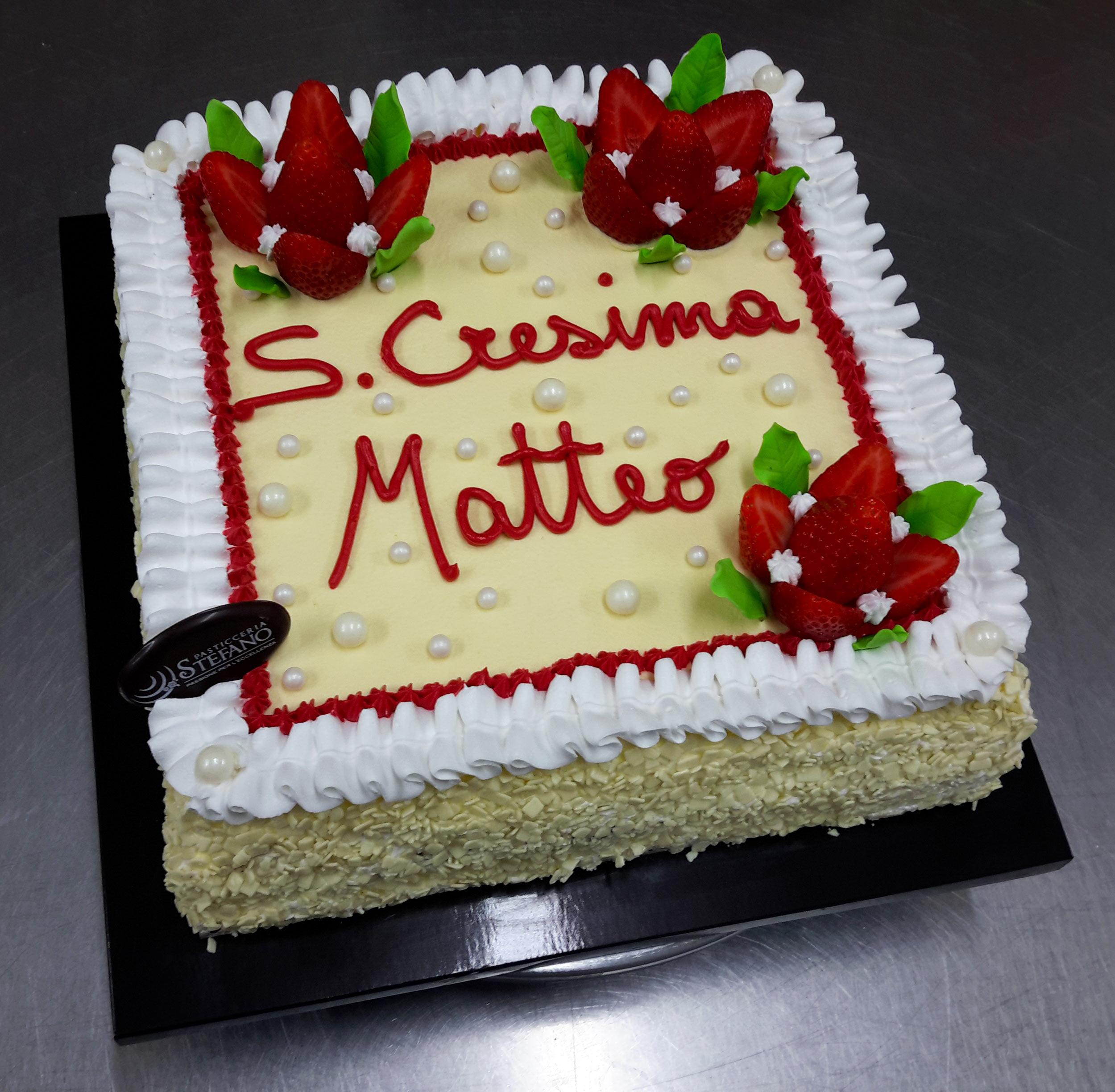 Ciuffetto Rosso. Brillante torta quadrata finita superficialmente con