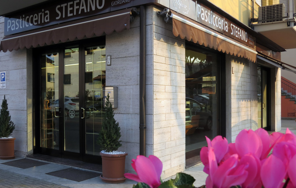 Esterno Pasticceria class=